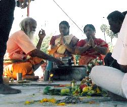 Когда янтра готова, начинается поклонение Ма.
